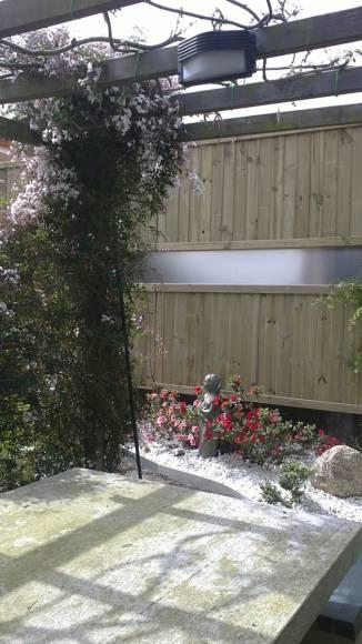 Paneles de madera mezclado con metal trabajos de agua y - Paneles madera jardin ...