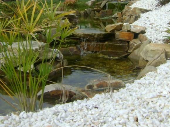 Cascadas artificiales como hacer imagui for Piedras artificiales para jardin